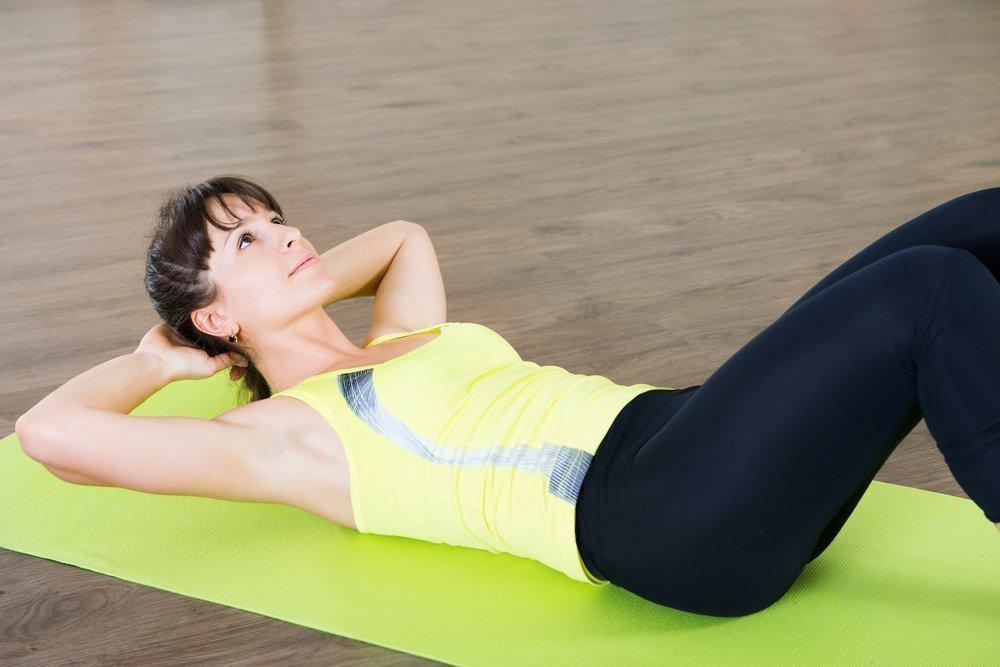 Фитнес-упражнения для живота в положении лежа