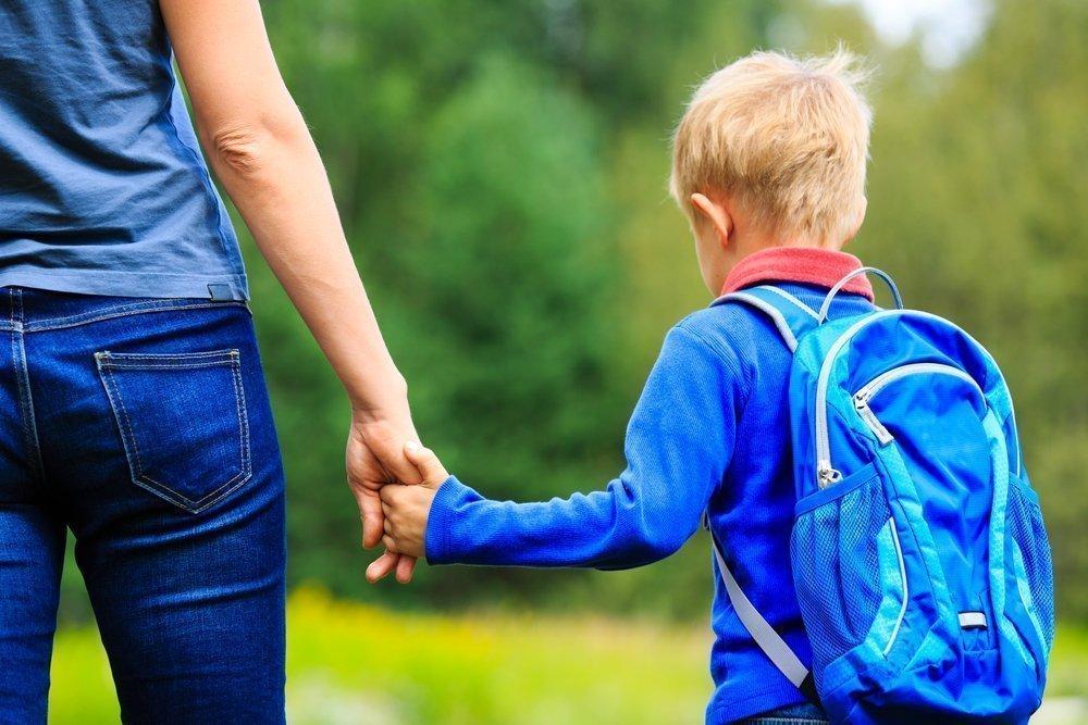 Ребенок и посторонние: о чем стоит предупредить чадо?