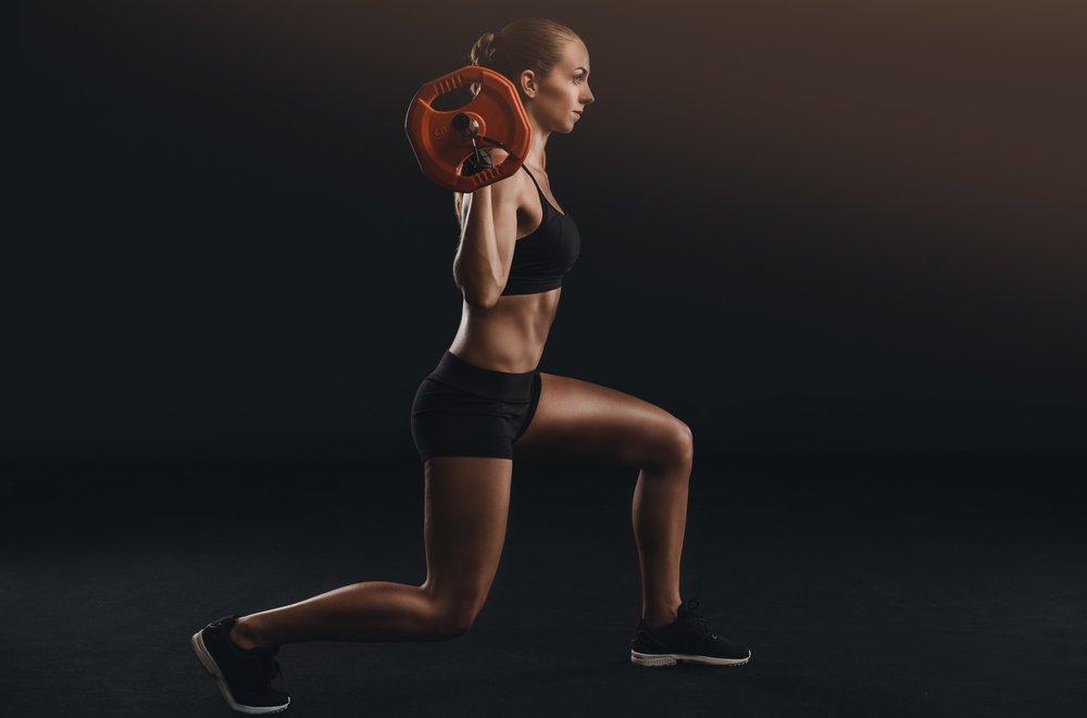 Выпады со штангой: техника выполнения упражнения