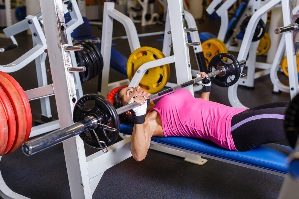 Жим лежа — упражнение для мышц груди