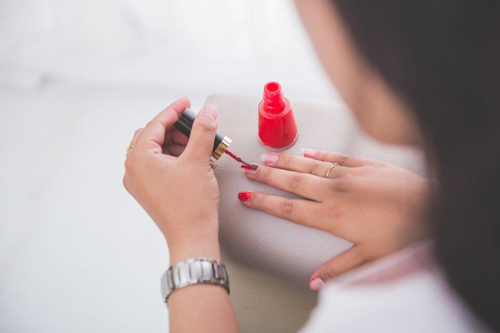 Красьте ногти правильно