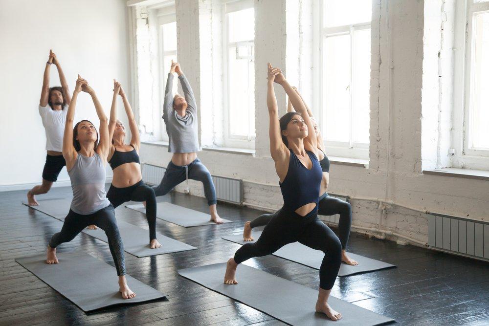 Позы йоги для исправления сутулости
