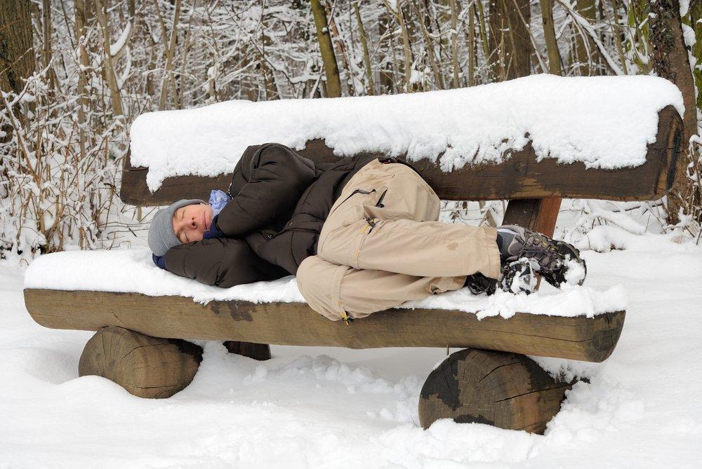 Первая помощь лежащему на улице человеку