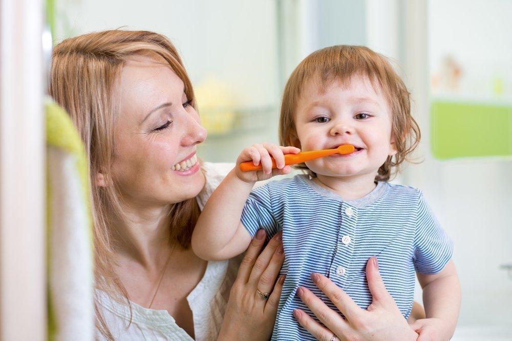 Как родителям правильно организовать чистку зубов?