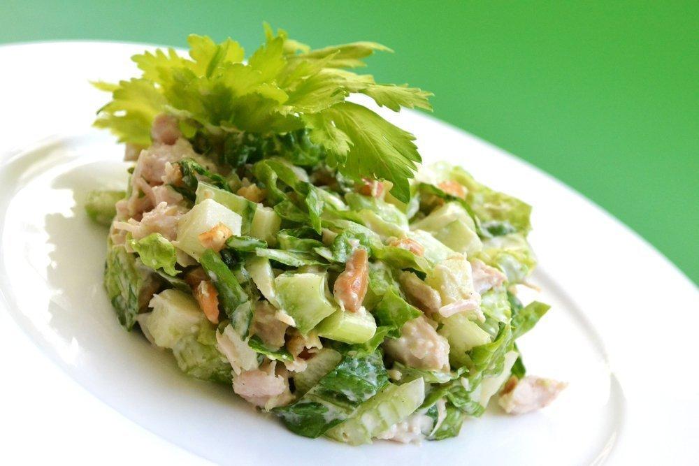 Простые рецепты диетических салатов с сельдереем