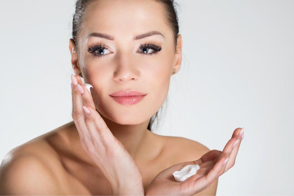 Начните мейк-ап с увлажнения кожи