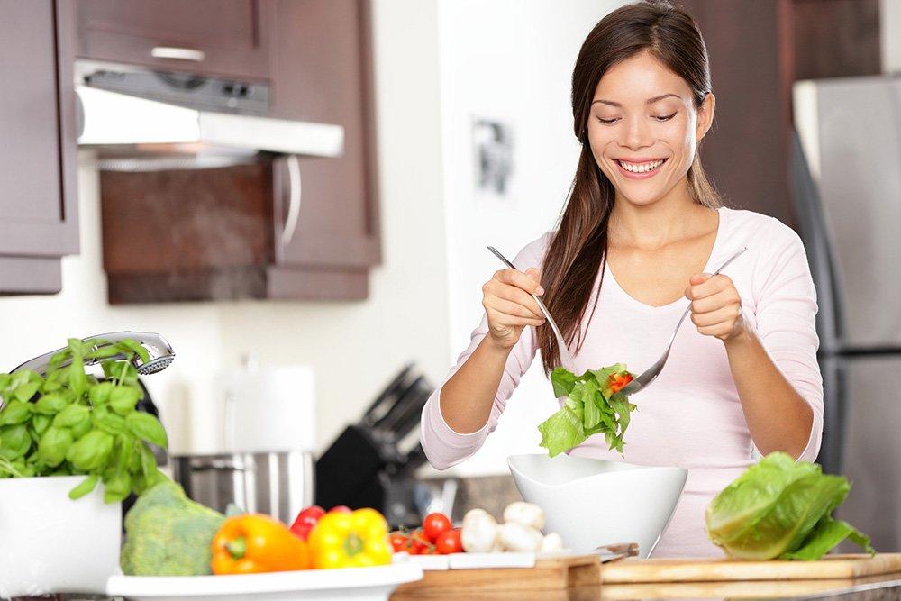 Какие продукты питания отрицательно влияют на кожу, а какие положительно?