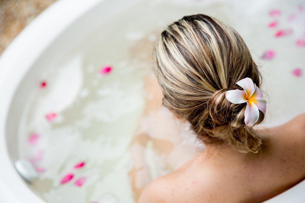 Уход за телом с помощью омолаживающих ванн