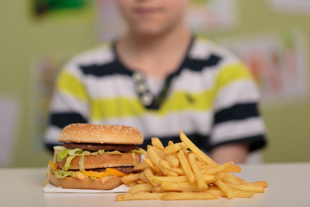 Причины возникновения лишнего веса в детском возрасте