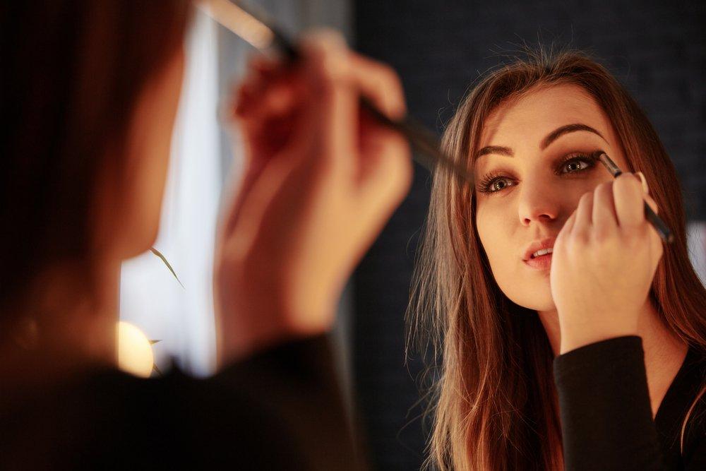 Стрелки — модная тенденция в макияже глаз