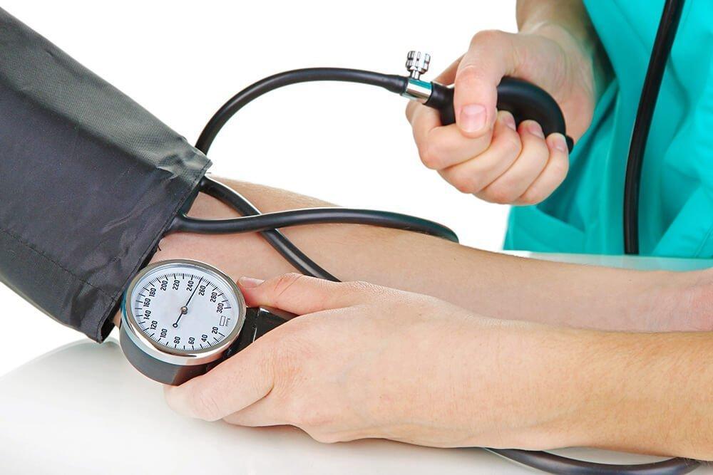 Нарушения дыхания, снижение давления и другие симптомы