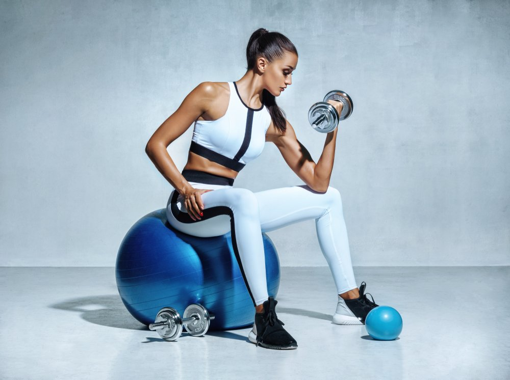 Упражнения для похудения с фитболом