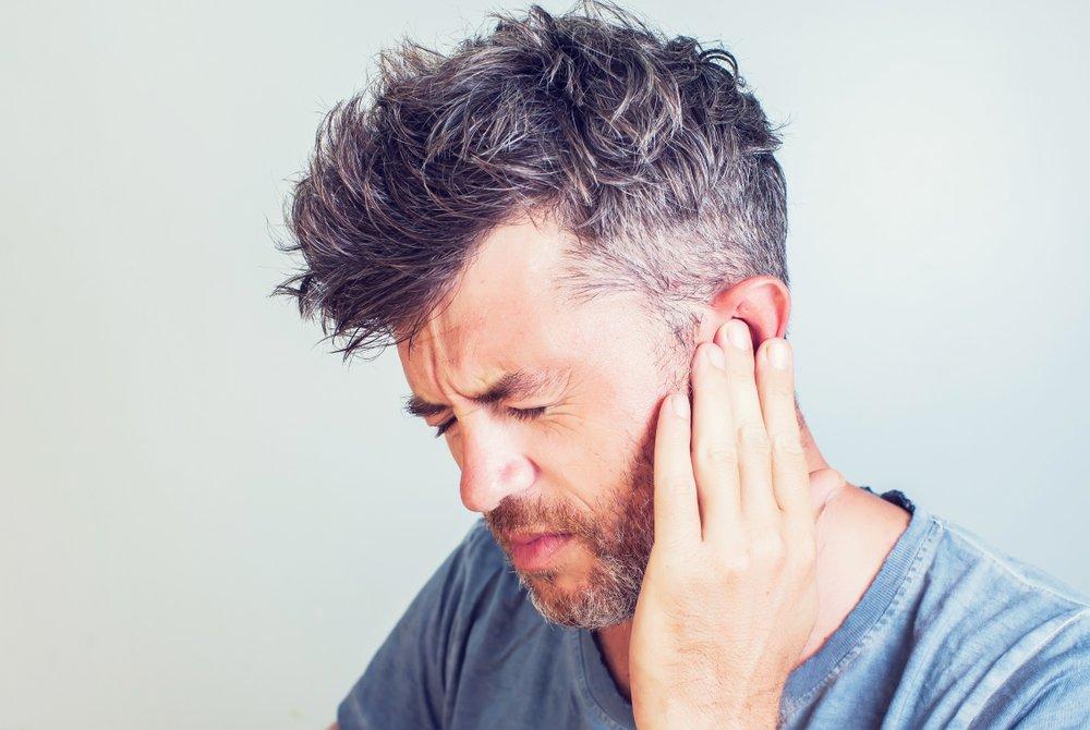 Боль и другие симптомы поражения уха