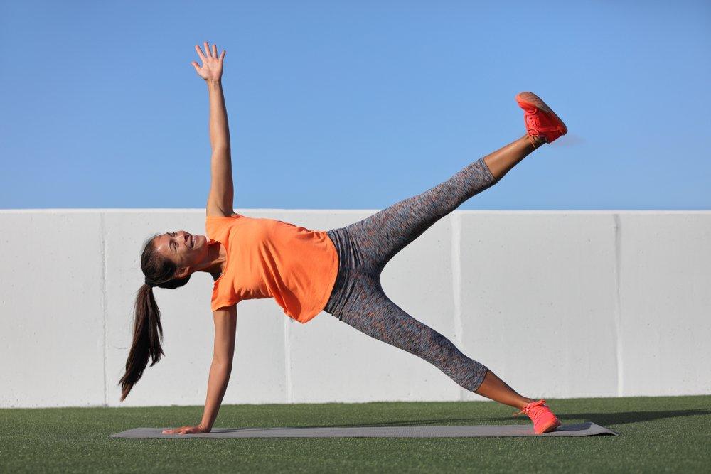 Польза и противопоказания к фитнес-тренировкам на основе планки