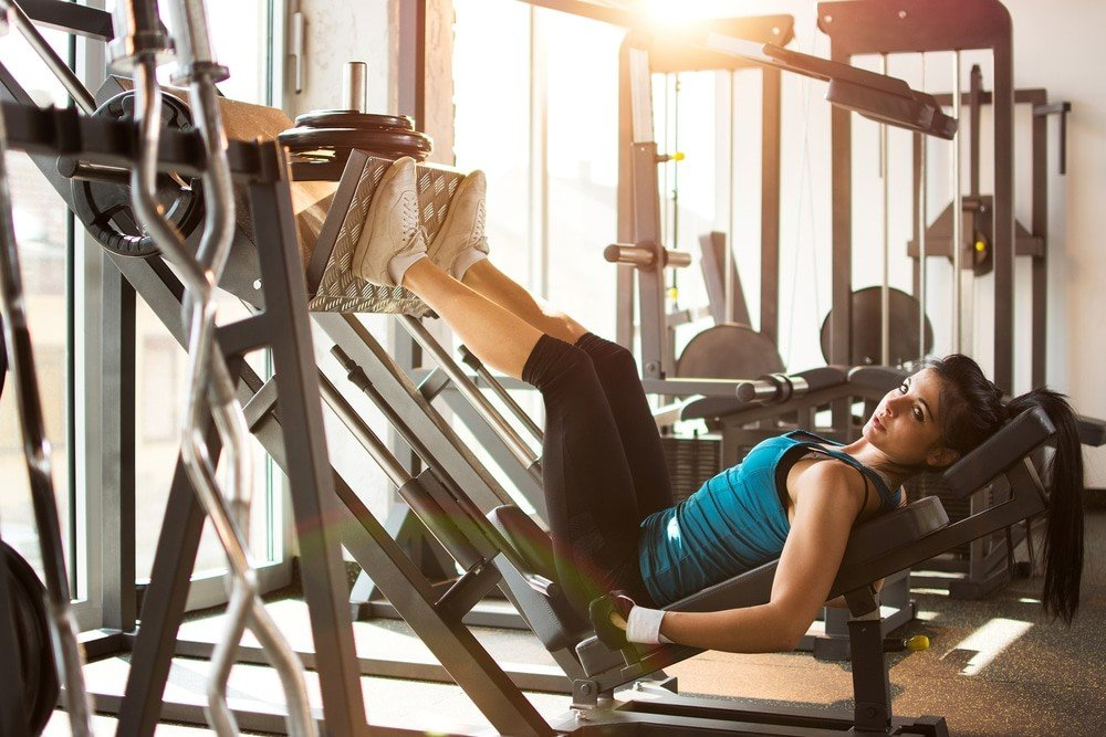 Комплекс упражнений на ягодицы в спортзале