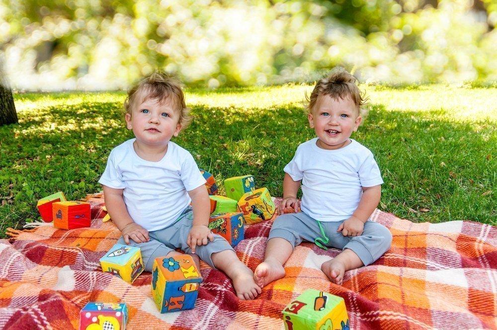 Трудности родителей: как отличить близнецов