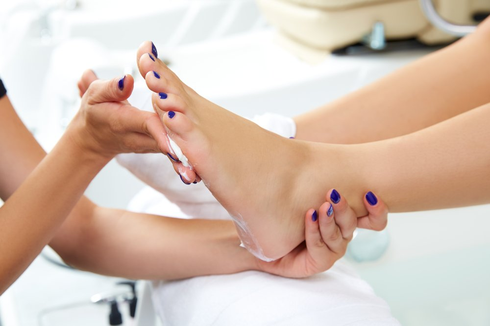Как добиться гладкой кожи с кислотным педикюром?