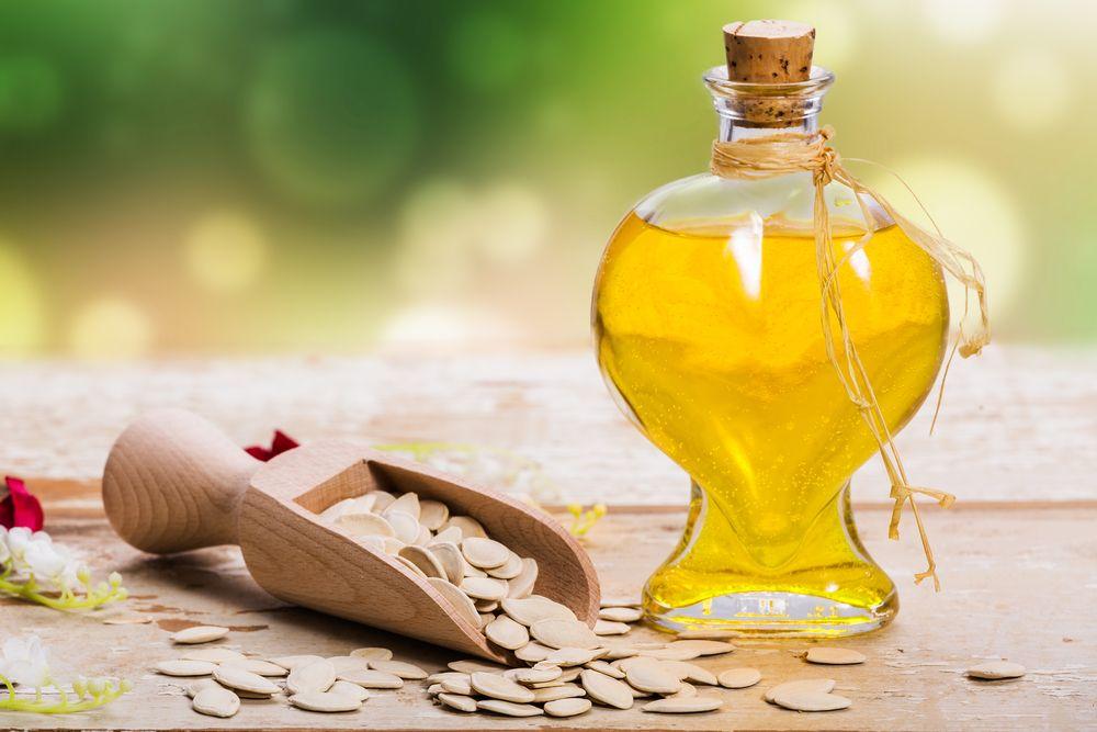 Уход за локонами с маслом тыквенных семян