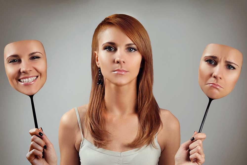 Признаки скрытой депрессии: позитивные эмоции на публике и многое другое