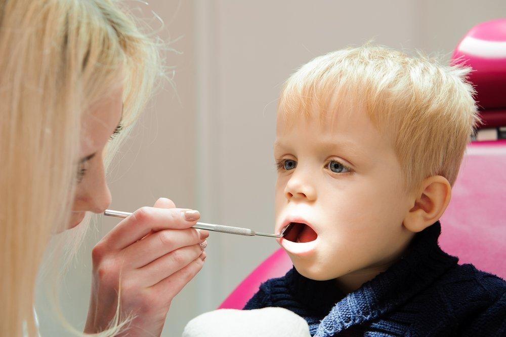 Ребенок выбил зуб: первая помощь при травме