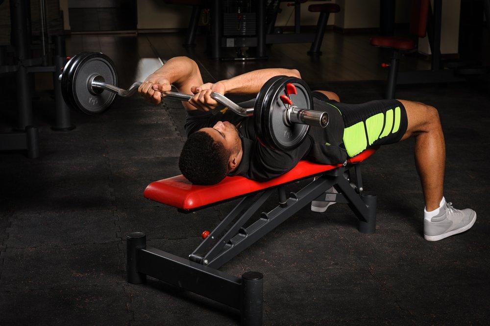 Силовая фитнес-тренировка для проработки трицепсов