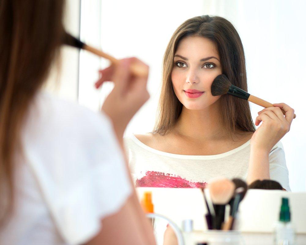 Картинка девушки с косметикой