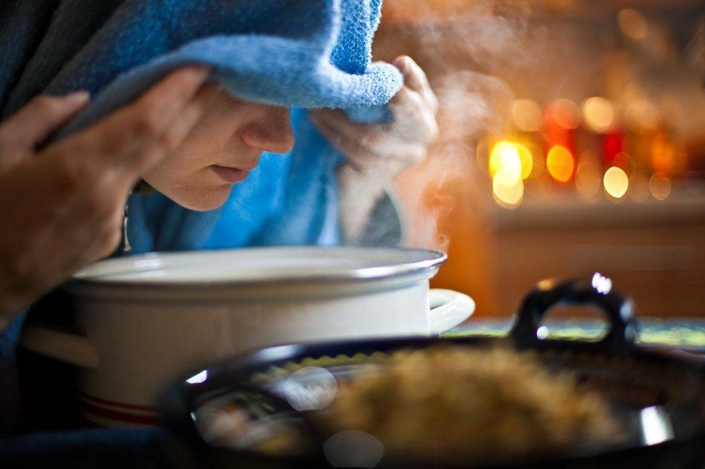Домашние ингаляции над кастрюлей с картофелем