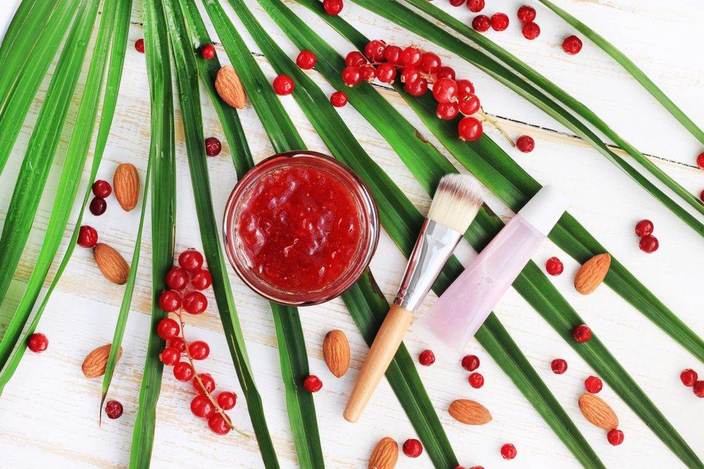 Рецепты и правила применения масок из ягод