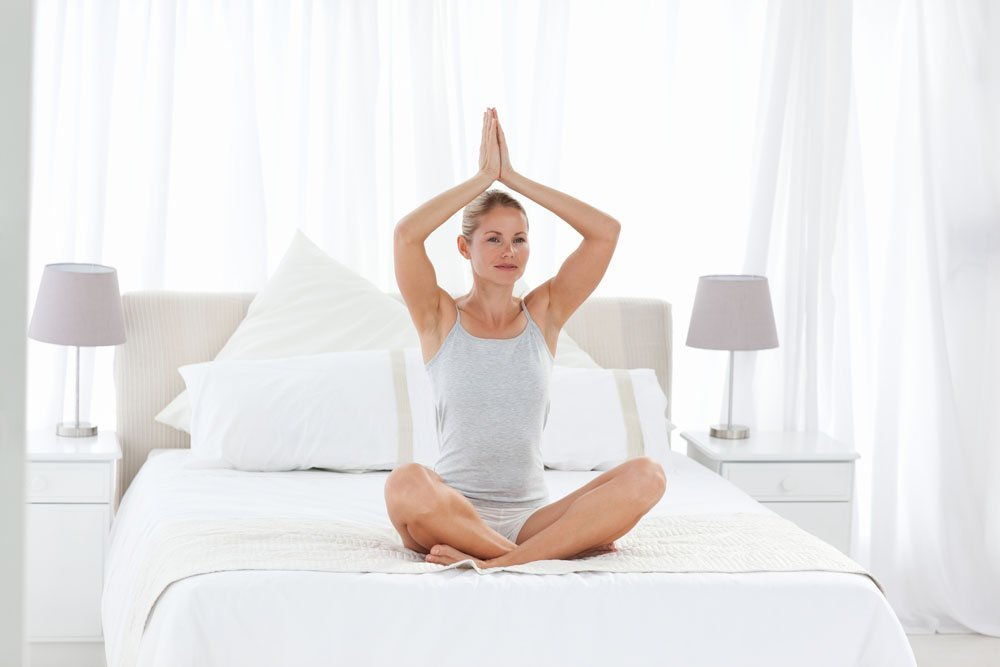 Позы утренней йоги в положении сидя