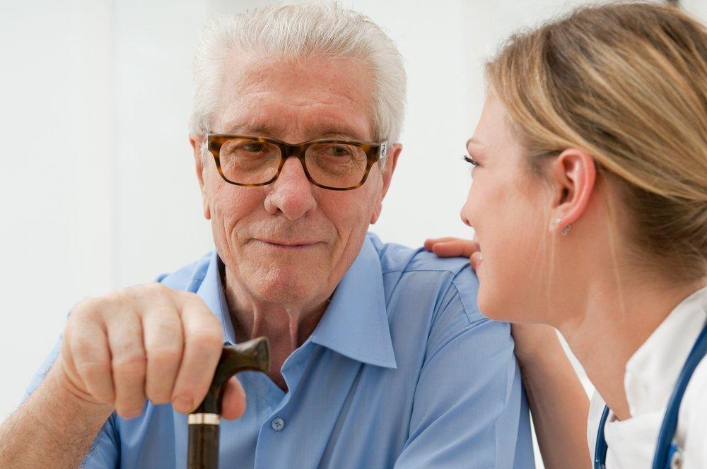 Запор у пожилых: нужен ли врач-терапевт?