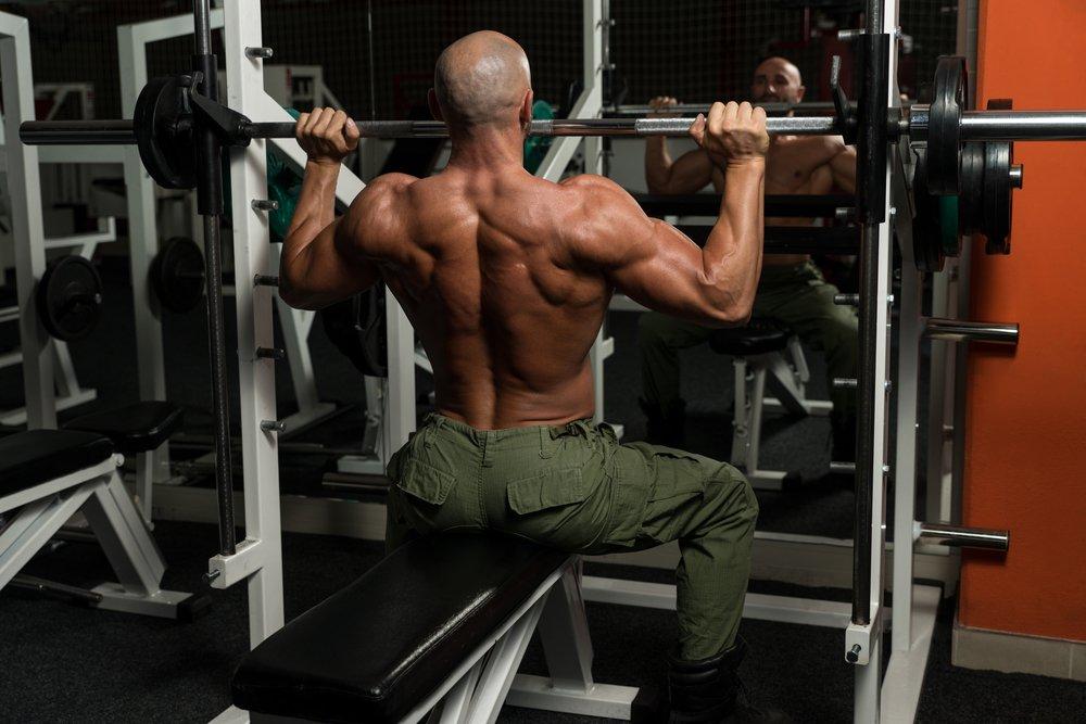 Комплекс упражнений на развитие мышц плеч для мужчин