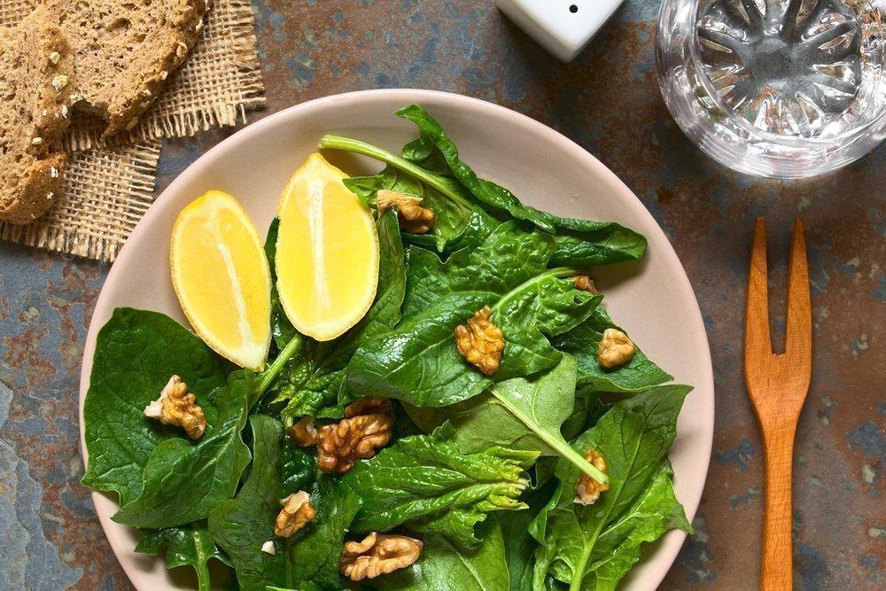 Шпинат с лимоном и имбирем