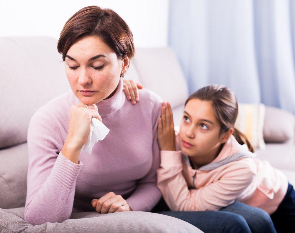Запрещать видеться с матерью или отцом
