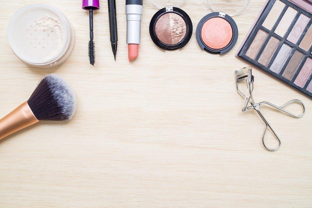 Серые глаза: косметика из пастельных палитр оттенков