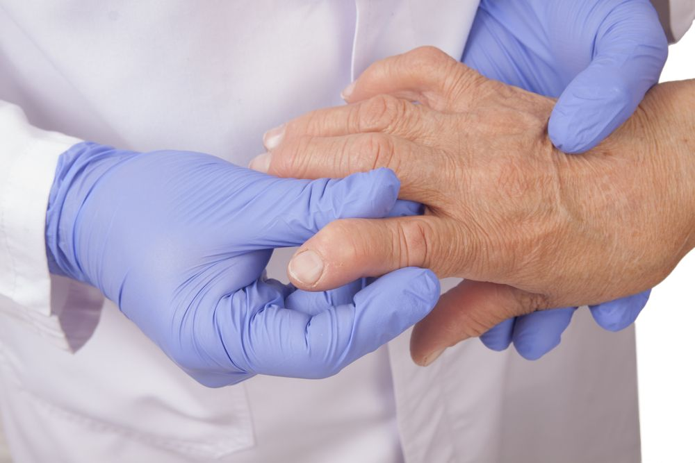 Симптомы: боль, скованность, деформация