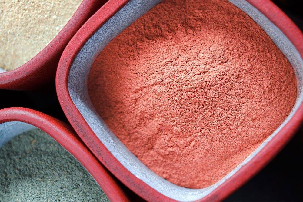 Красота и здоровье кожи: вся польза розовой глины