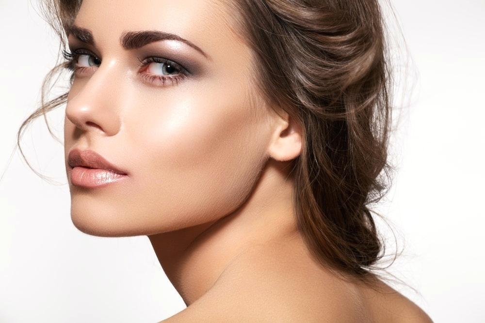 Почему следует высветлять кожу в области нижнего века?