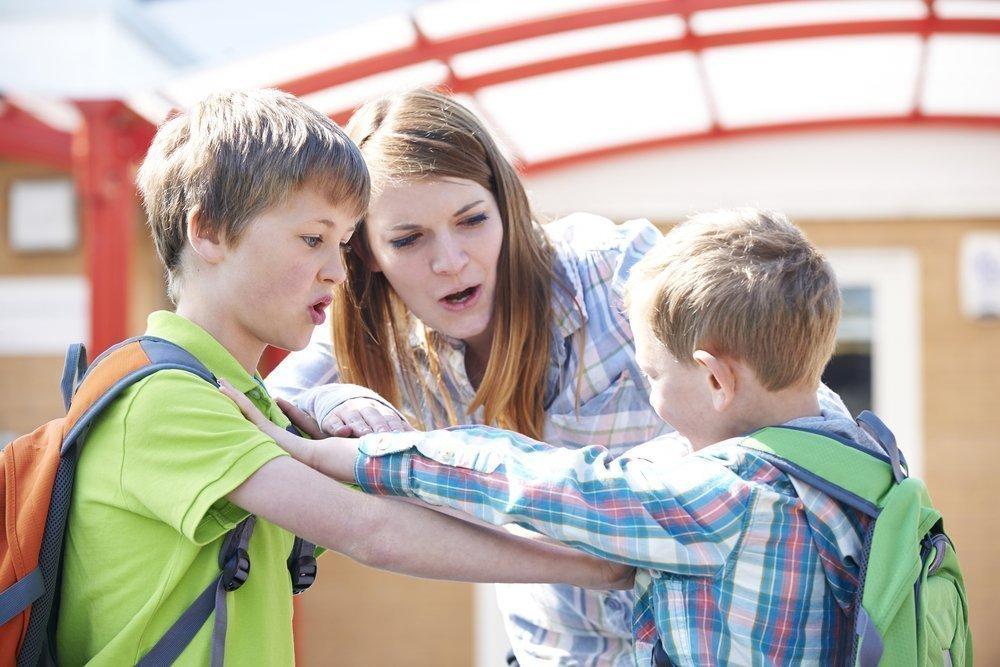 Что делать, если ребенка постоянно обижают сверстники