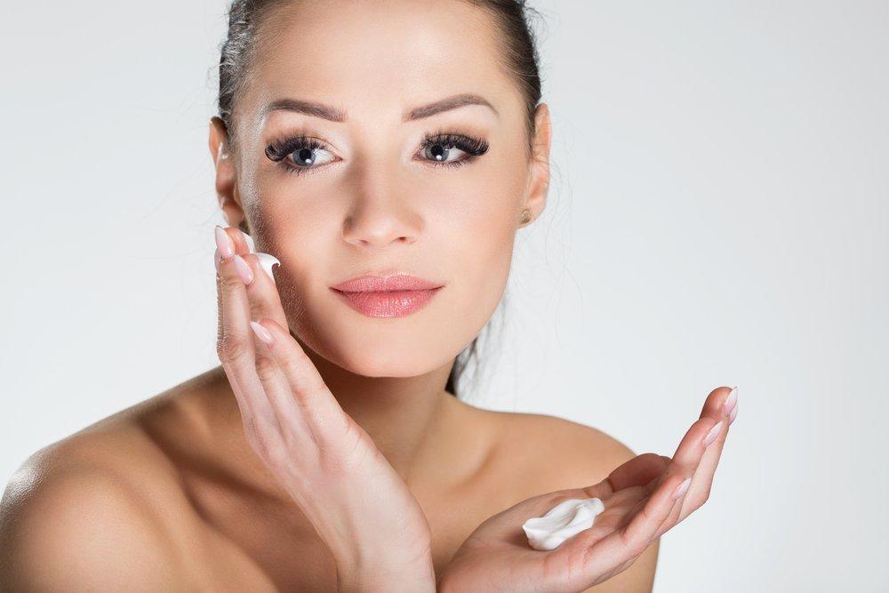 Ошибка 1: Нанесение макияжа сразу после увлажняющего крема