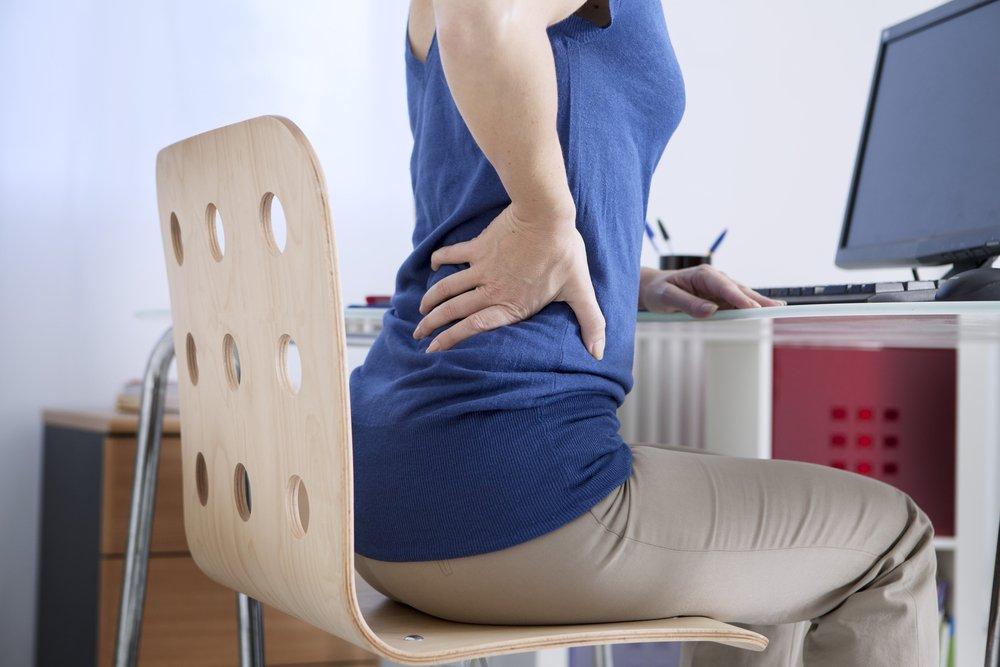Что не следует делать при появлении сильной боли в области спины и позвоночника?
