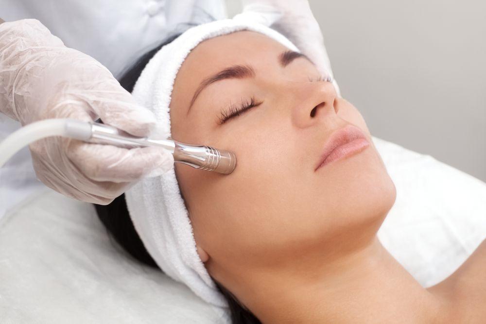 Салонные процедуры для зрелой кожи лица