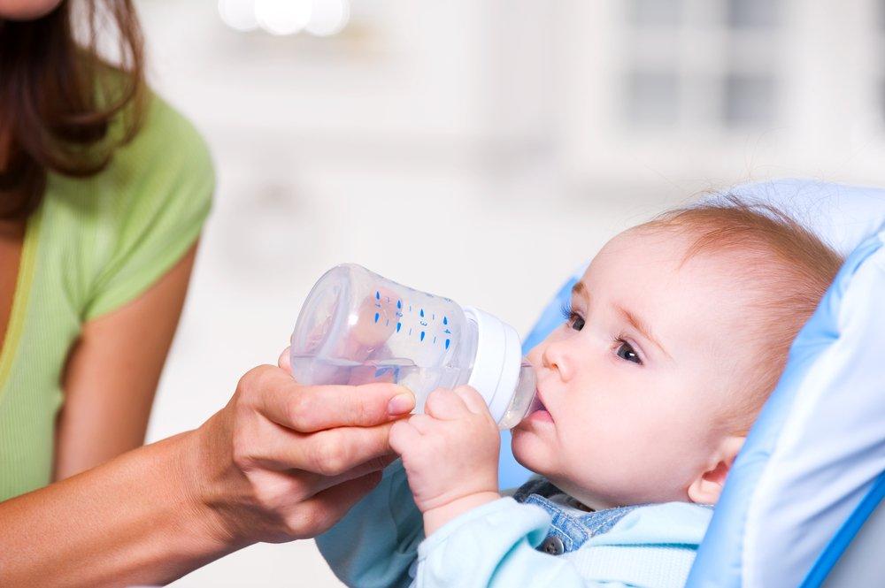 Когда давать воду детям?