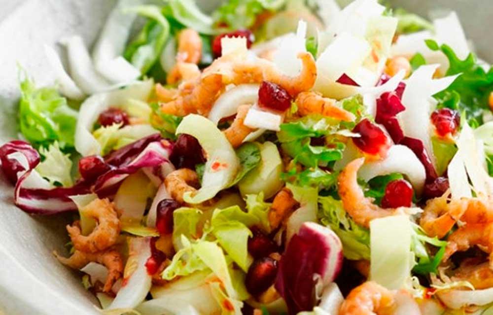 Нежный салат с креветками Источник: liveinternet.ru