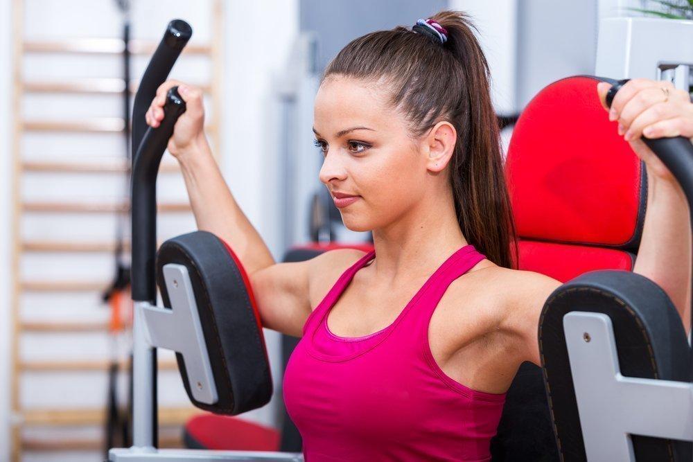 Бодибилдинг: упражнение «Бабочка» в тренажере