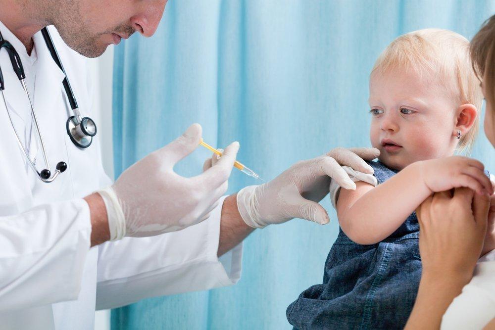Обязательную вакцинацию детей в садиках и школах готовят на Украине