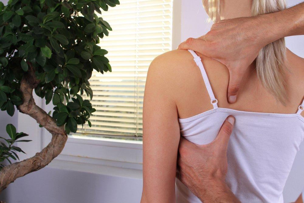 Что и как лечит остеопатия: от боли в спине до кишечника
