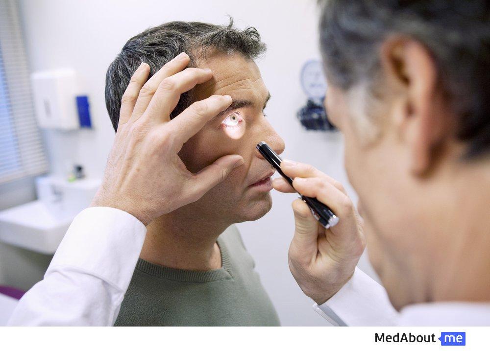 Чем опасны гнойные выделения из глаз (белые, желтые и другие)