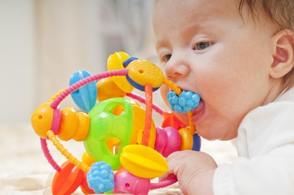 Рождение ребенка: в какие игры можно играть с малышом?