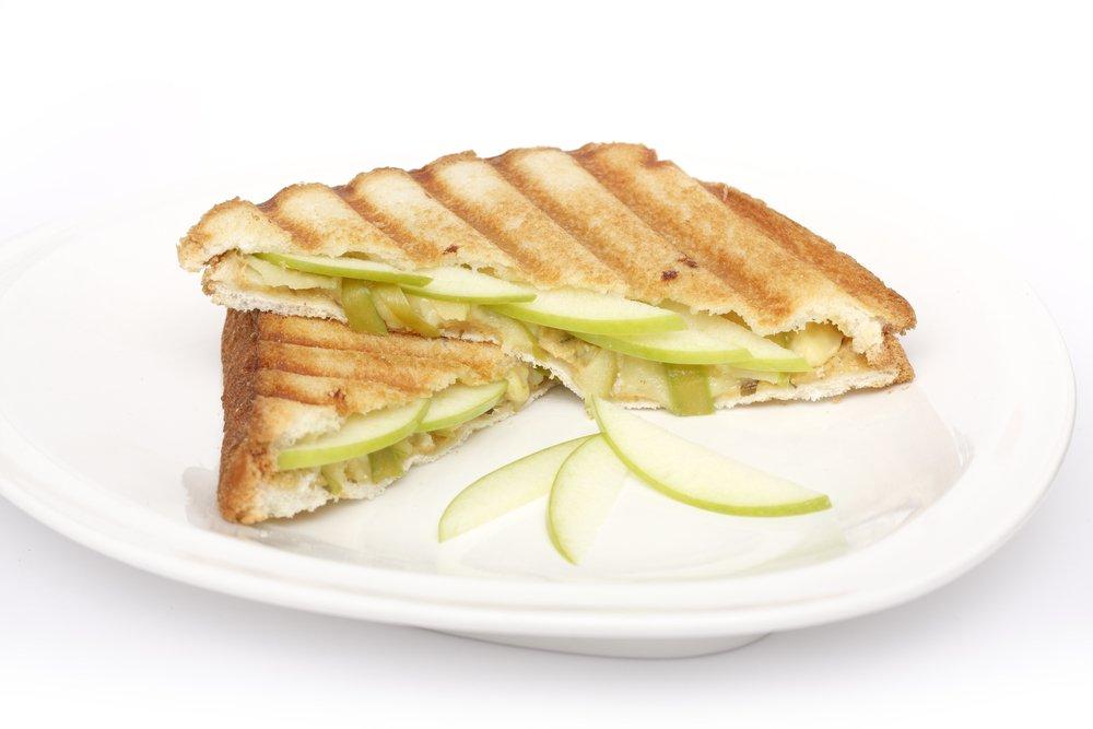 Сэндвич с нутом и яблоком