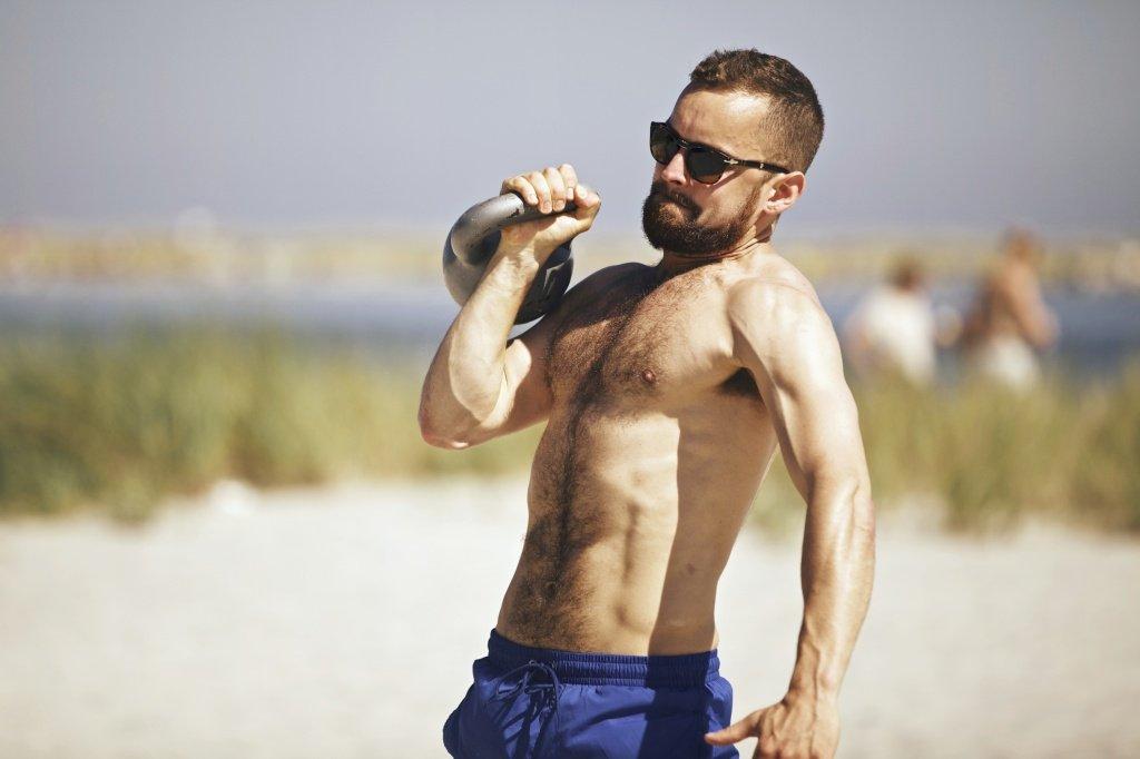 Силовой фитнес для поклонника ЗОЖ дома или на спортплощадке